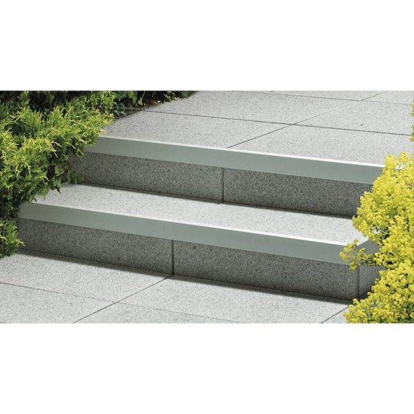 semmelrock-alu-lépcső-éltakaró-04