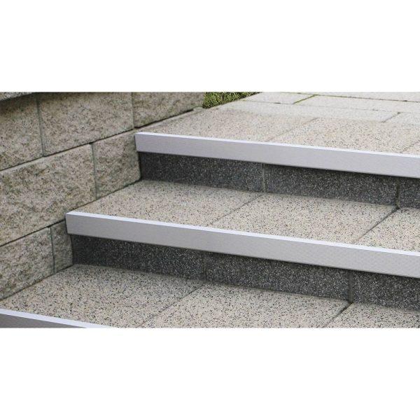 semmelrock-alu-lépcső-éltakaró-06